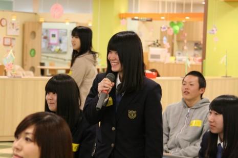 「妹尾さんには彼女はいらっしゃるんですか?」という女子高生らしい質問も