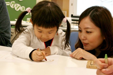 たくさんのキャラを描いてくれた、古川ひよりちゃん(4歳) お絵描きが大好きだとか