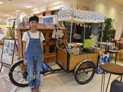弘前に移動式カフェ「のみものや わんど」 3輪自転車を改造